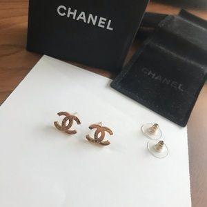 Gold CHANEL earrings!
